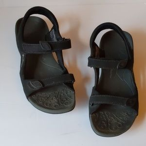 Columbia black sandals-sz 8